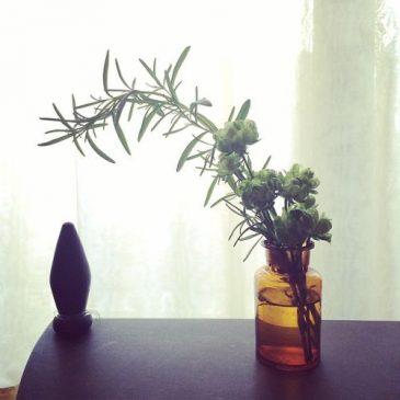 花を飾る。