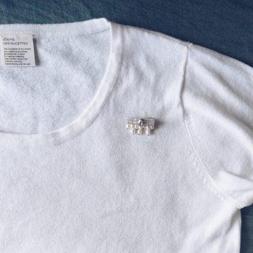 ニットやTシャツのワンポイントに。
