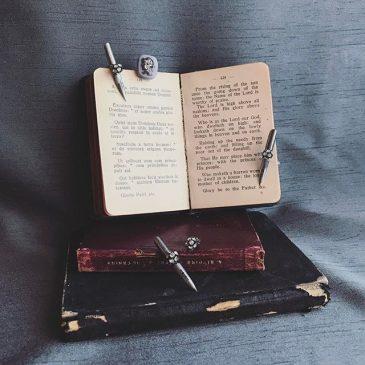 Re:novelシリーズ、ペン先の耳飾りが届けるメッセージ。